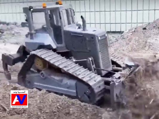 بولدوزر کنترلی شارژی لسو 533x400 ماشین راهسازی کنترلی لسو | بیل مکانیکی و کامیون شارژی