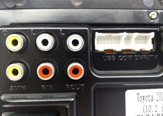 فیش های ورودی و خروجی صدا و تصویر به همراه سوکت USB و گیرنده دیجیتال 563x400 مانیتور اندروید ماشین تویوتا لندکروز