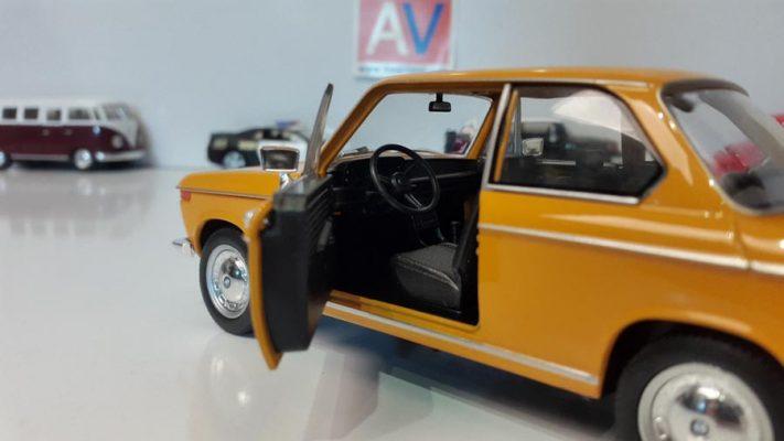 ماکت ماشین آلمانی BMW 2002 ti 4 1 711x400 ماکت ماشین آلمانی BMW 2002 ti